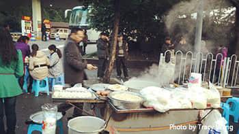 Selling breakfast by the roadside
