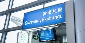 Always look for exchange desks with the green sign and clear exchange rate board.