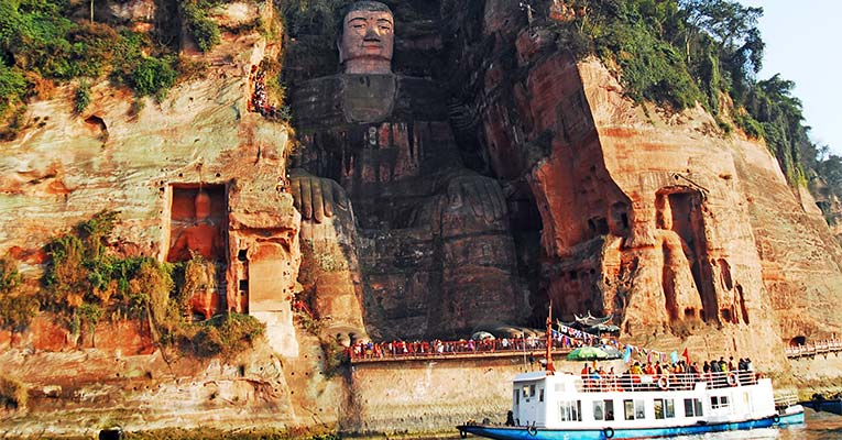 taking a boat ride to view the Leshan Buddha