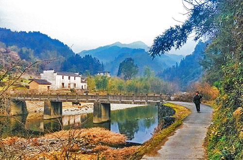 Hiking from Xidi Village to Hongcun Village